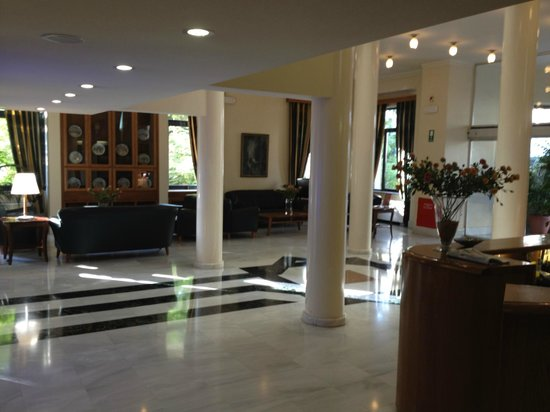 Avra City Hotel :                   hall