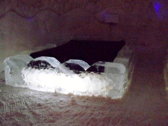 Village des Neiges:                                     Une des chambres de l'hôtel de Glace