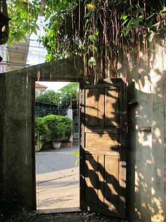บ้าน ฮานิบะ เบด แอนด์ เบรคฟาสต์: door