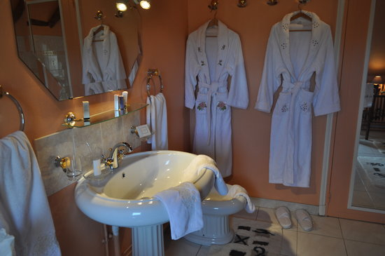 La Bergerie de l'Aqueduc : Salle de bains Traviata