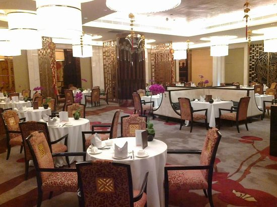 Hilton Guangzhou Baiyun Hotel:                                     dining first floor-not same room as buffet                 