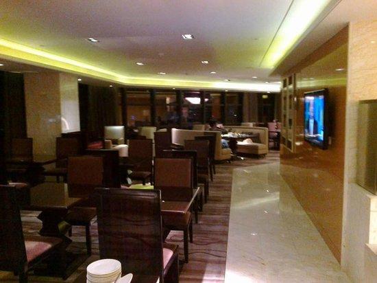 Hilton Guangzhou Baiyun Hotel:                                     executive lounge                                  