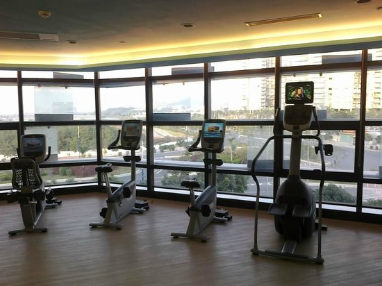 Hilton Guangzhou Baiyun Hotel:                                     gym                                  