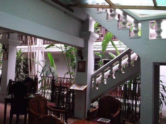 Chitchareune Mouang Luang Hotel:                                     Palace like hotel.