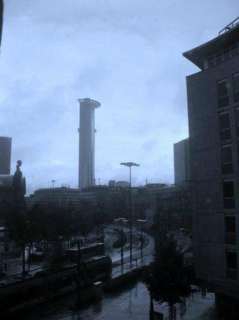 Novum Hotel Continental Frankfurt :                                                       View from the bedroom window ,