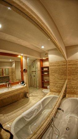 Hotel SPA Dr Irena Eris Wzgorza Dylewskie:                                     bathroom