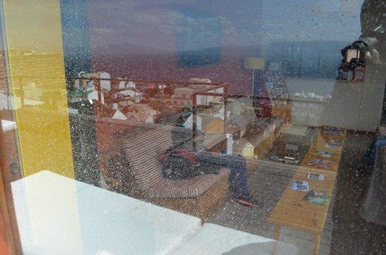 Hostel Inn Bariloche:                   Da varanda para dentro (área de integração)