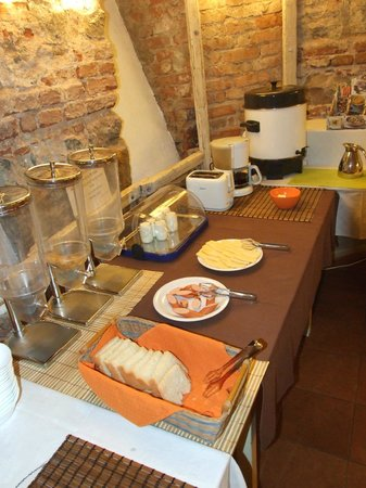Hostel Lavele:                   breakfast