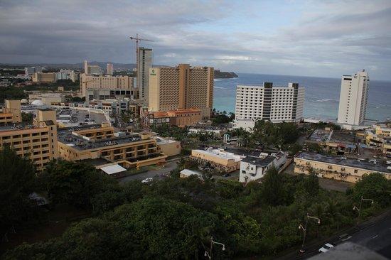 Bayview Hotel Guam:                   9階バルコニーからの眺め(昼)