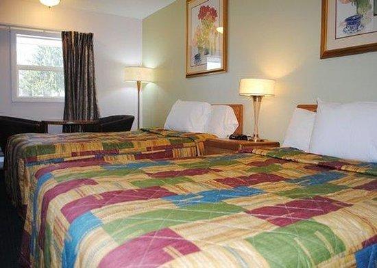 Rodeway Inn Bellows Falls: Double beds