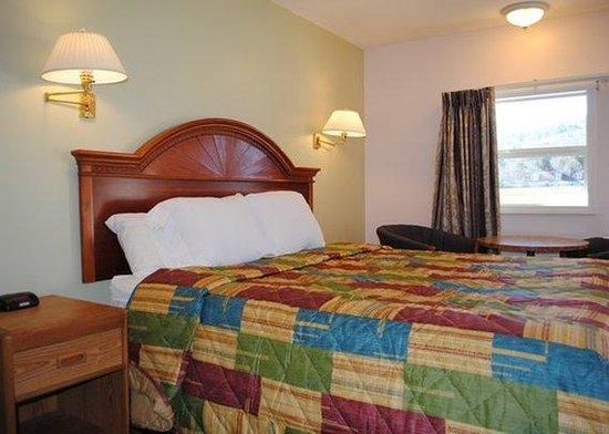 Rodeway Inn Bellows Falls: King Suite