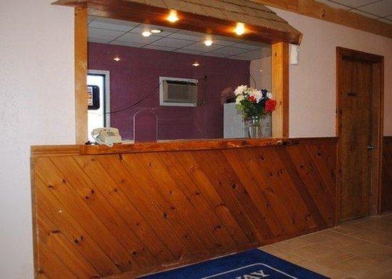 Rodeway Inn Bellows Falls: Front desk
