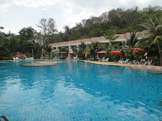Lanta Resort:                   Pool