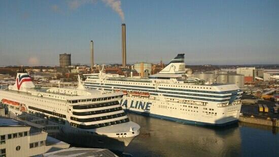 Scandic Ariadne:                                     utsikt från hotellrum på 11 våning