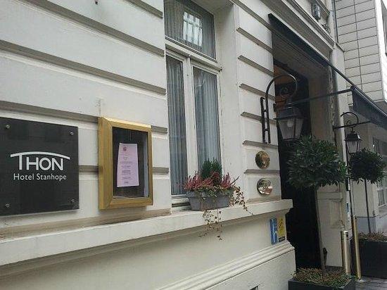 Stanhope Hotel:                   Entrée de l'hotel