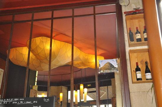 Cafe Bonal:                                     Décoration