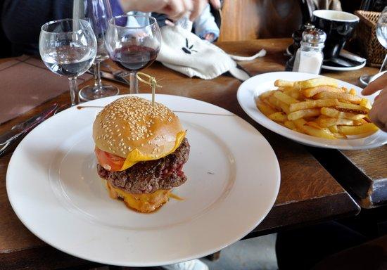 Cafe Bonal:                                     Hamburger frites