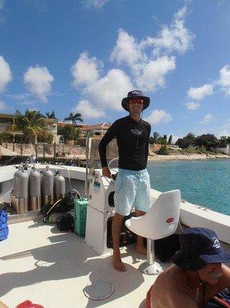Bruce Bowker's Carib Inn:                   Ready for a boatdive