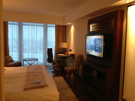 Jumeirah Frankfurt:                   Junior Suite