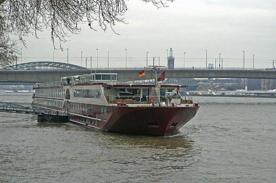 FairCruise Deluxe Hotelship Cologne : Cruise Building