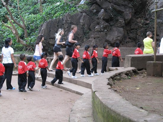 ‪‪Wat Suwan Kuha (Cave Temple)‬:                   A group of  small school kids entering the Cave Temple
