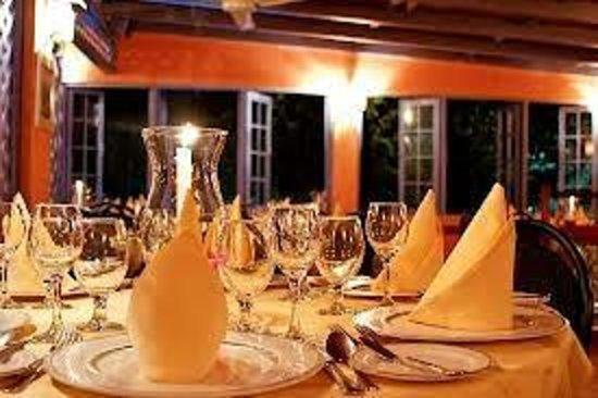 Le Bistro :                   A Candlelit Cottage