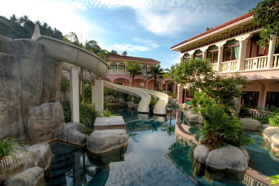 Centara Grand Beach Resort Phuket:                                     Slides
