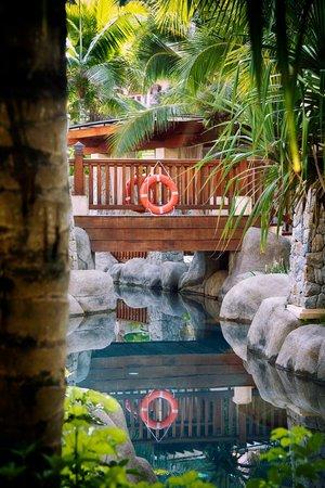 Centara Grand Beach Resort Phuket:                                     Lazy Rivier