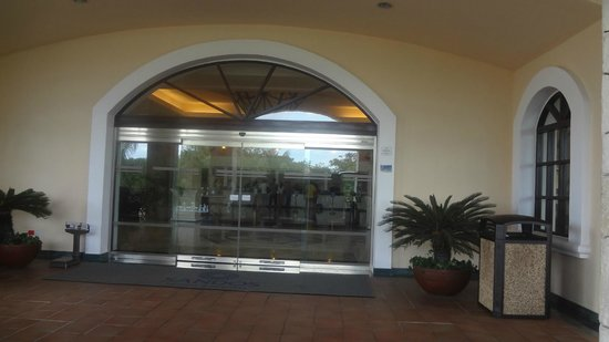 Sandos Playacar Beach Resort:                   the main entrance