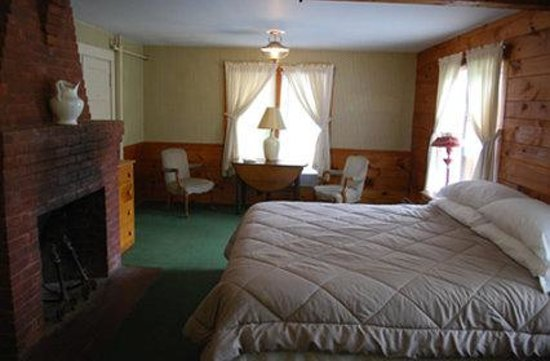 Woodbound Inn: Main Inn King Suite