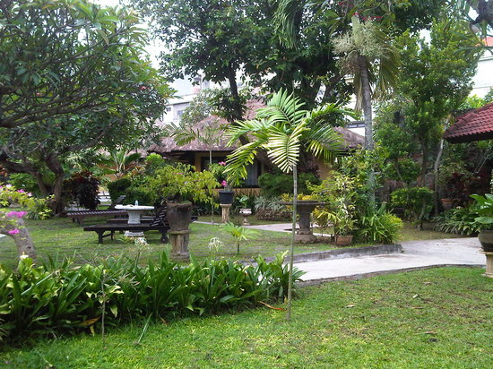 Puri Dalem Hotel Sanur:                   the garden