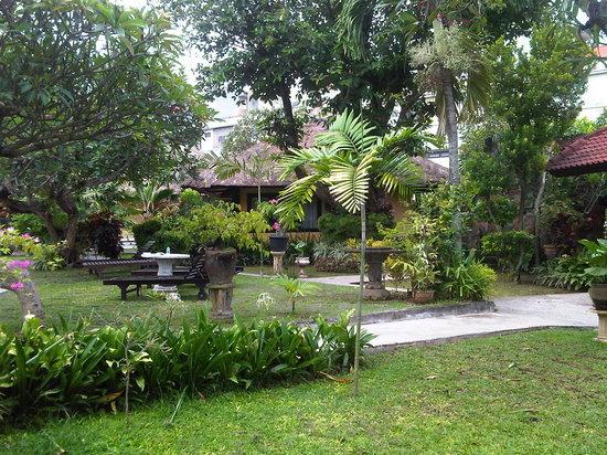 Puri Dalem Hotel Sanur:                   lovely garden