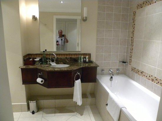 AVANI Windhoek Hotel & Casino: Salle de bain