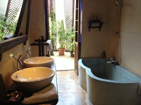 Emerson Spice:                   Aida bathroom