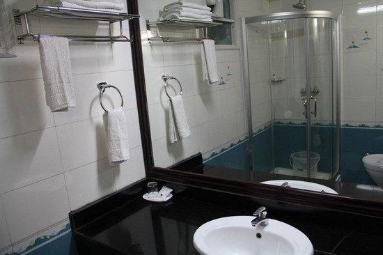 R.J. Resort: Bathroom