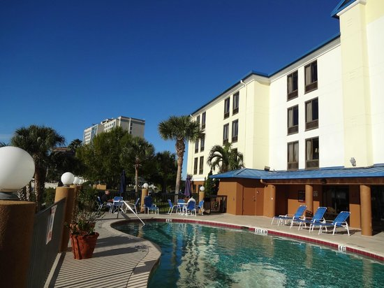 Holiday Inn Express Tampa - Rocky Point Island:                   Rear view