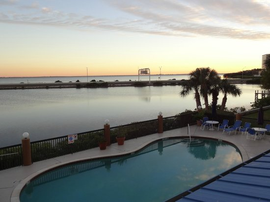 Holiday Inn Express Tampa - Rocky Point Island:                   Water View