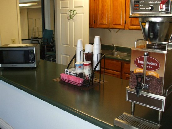 Motel 6 Williams West - Grand Canyon:                   Small room in lobby for coffee & a microwave