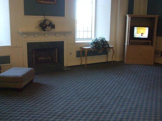 Motel 6 Williams West - Grand Canyon:                   Underutilized lobby