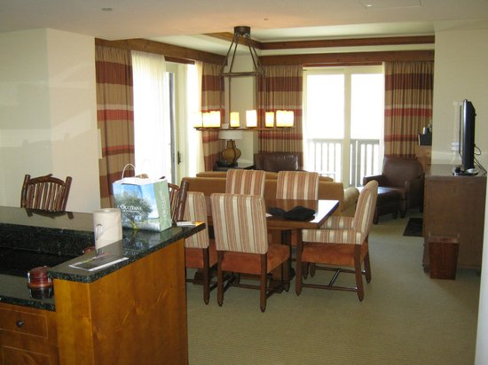 Stowe Mountain Lodge:                   Dining table