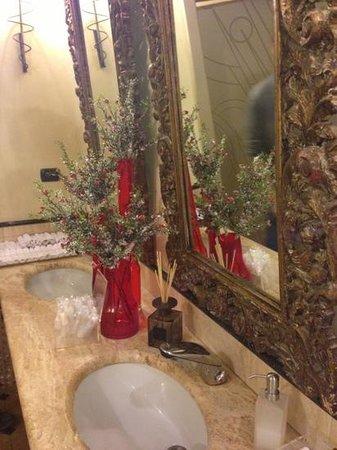 Le Quattro Stagioni d'Italia :                   bagni forniti di asciugamani personali e spazzolini