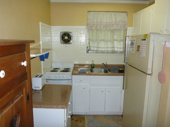 King's Bay Lodge:                   kitchen