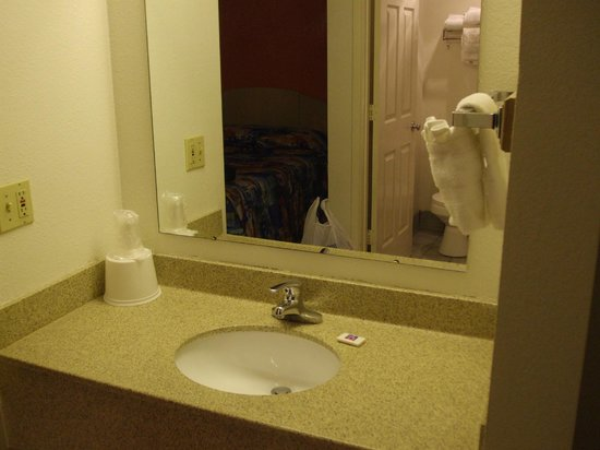 Motel 6 Williams West - Grand Canyon:                   Separate sink from bath/shower area