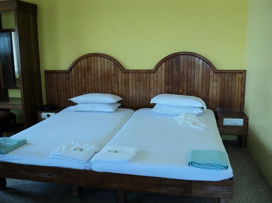 Hotel Samudra : Double bed Non A/c room. Here you do not need A/c at least i