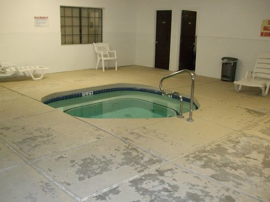 Motel 6 Williams West - Grand Canyon:                   Jacuzzi