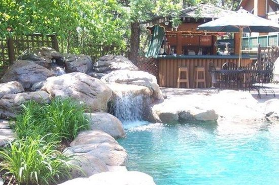 Lazy Z Resort: Cabanabywaterfall