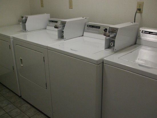 Motel 6 Williams West - Grand Canyon:                   Washing machine located in connecting building