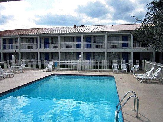 Motel 6 Stephenville : MPool