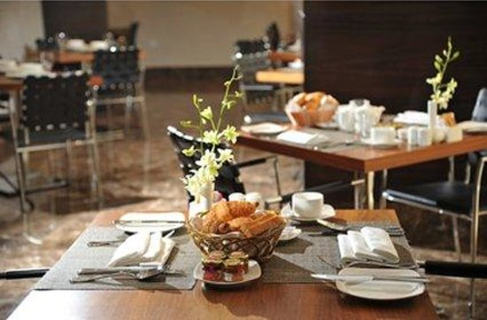 Executive Suites by Mourouj Gloria: Restaurant