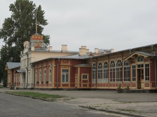 Railway and Communication Museum : Beautiful old wooden building